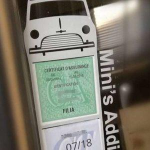 Porte méga vignette assurance voiture